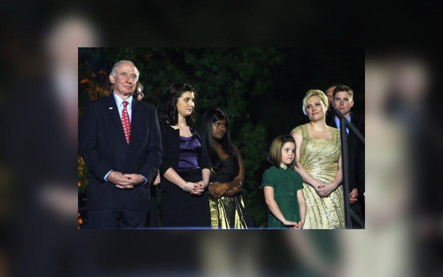 Santūri J.McCaino ir S.Palin šeima.