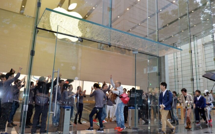 Lithuanian snatches first iPhone 6s in New York