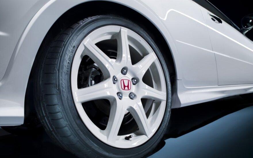"""""""Honda"""" priversta mažinti gamybą Amerikoje"""
