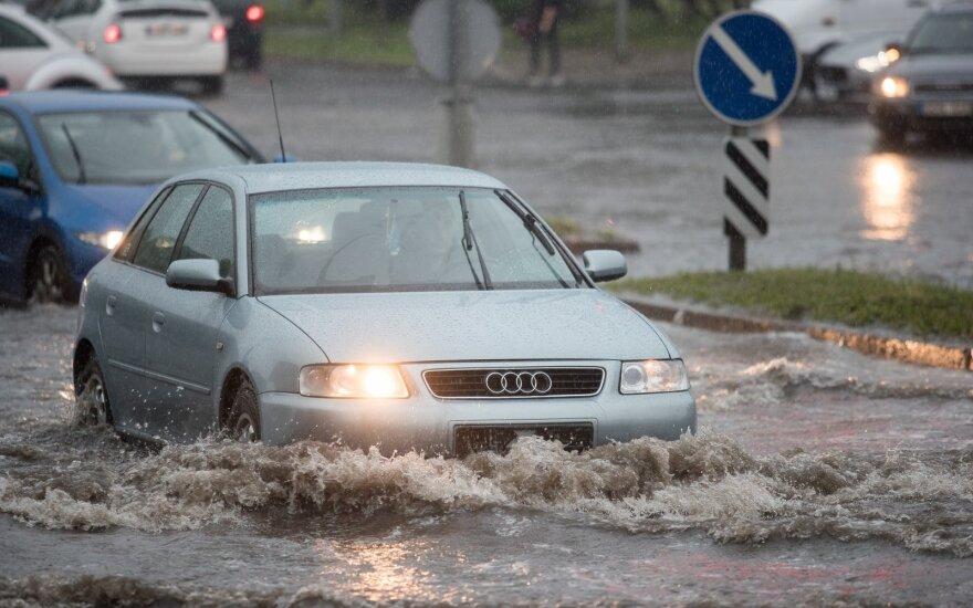 Kurių automobilių vairuotojai dėl registracijos mokesčio gali nesukti galvos