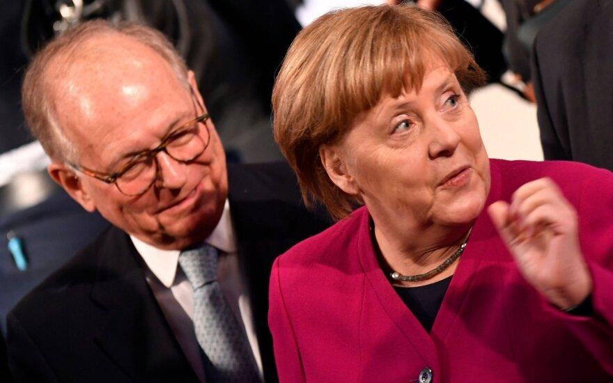 Wolfgangas Ischingeris, Angela Merkel