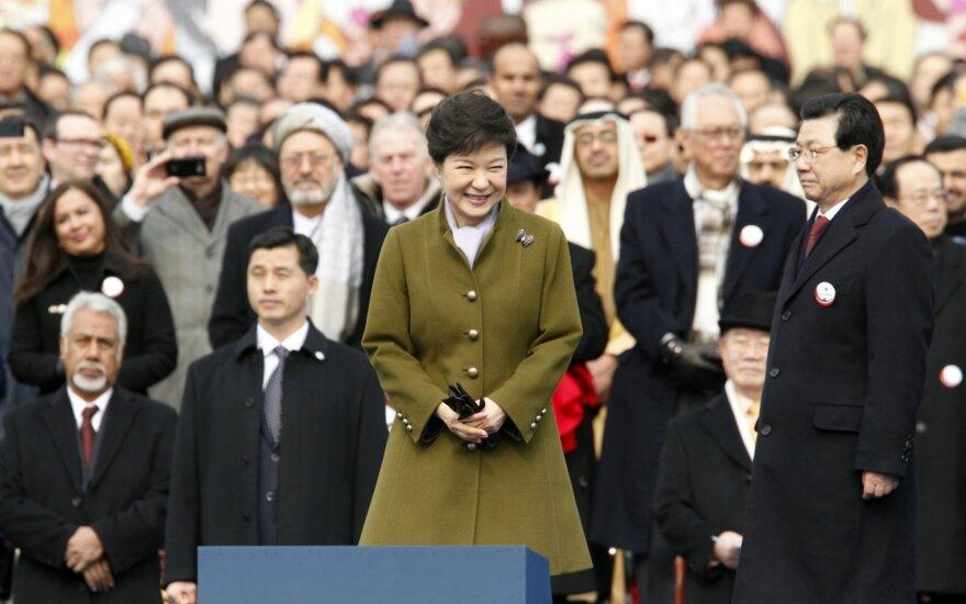 Pietų Korėjos prezidentė įkalinta 24 metams
