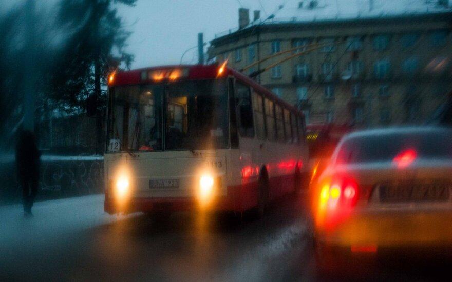 Naktį eismo sąlygas sunkins plikledis, lijundra ir rūkas