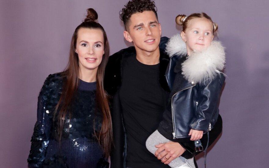 Veronika ir Donatas Montvydai su dukrele