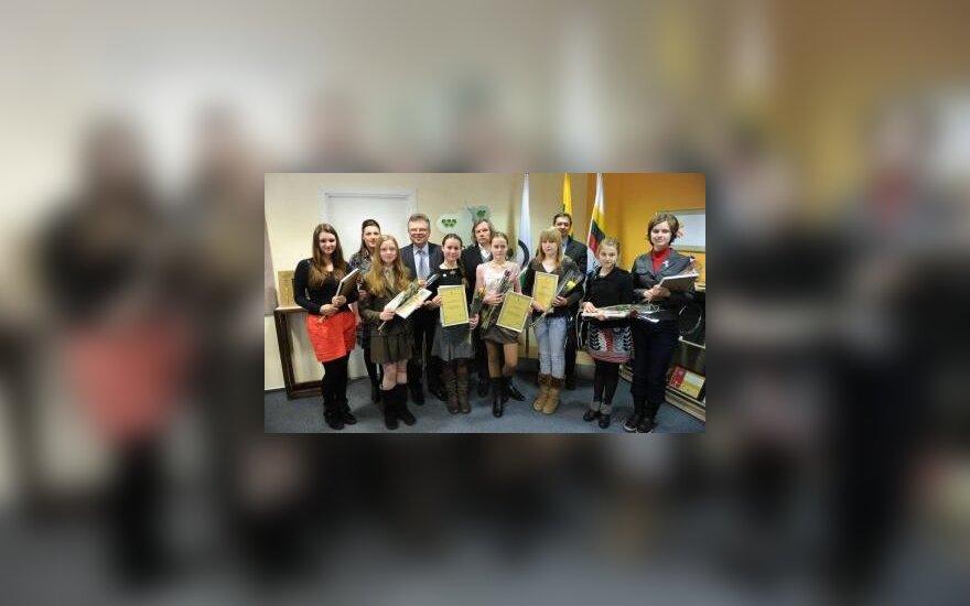 """LTOK apdovanoti konkurso """"Menas ir sportas"""" nugalėtojai"""