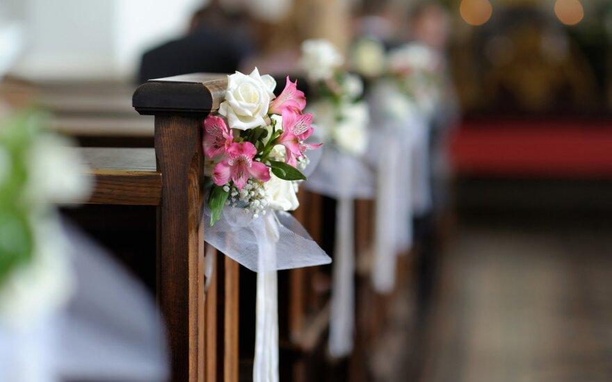 Per vestuves kankino nakties prisiminimai.
