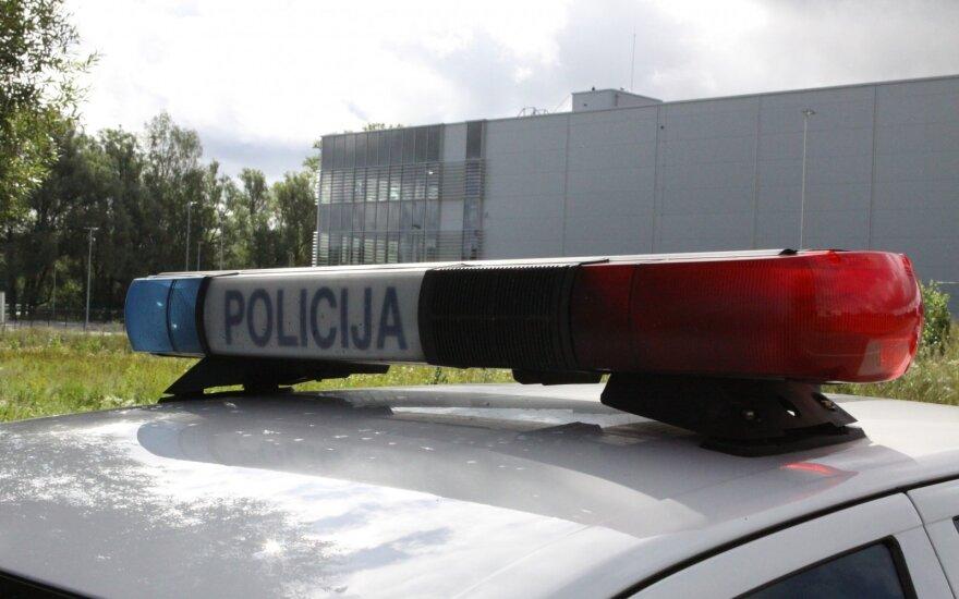 Girtas dviratininkas atsitrenkė į policijos automobilį