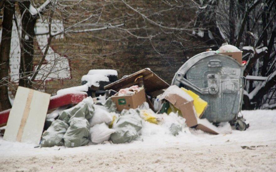 Žinia šilutiškiams: komunalinių atliekų konteinerių prie garažų nebebus