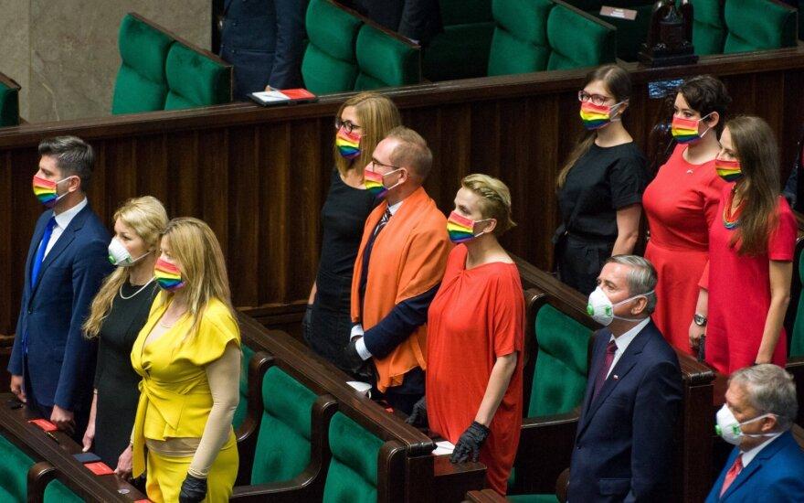 Lenkijoje parlamentarės išreiškė palaikymą LGBT per prezidento Dudos inauguraciją