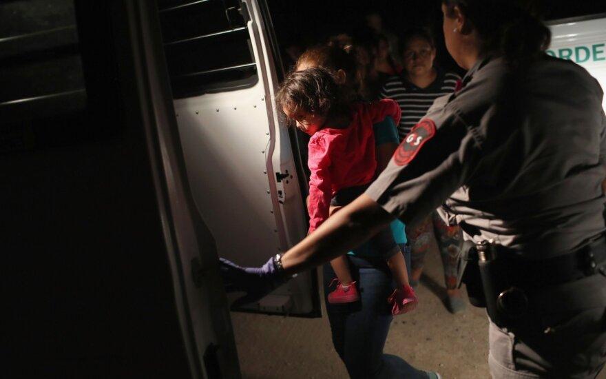JAV pradės reikalauti prieglobsčio prašytojų likti Meksikoje
