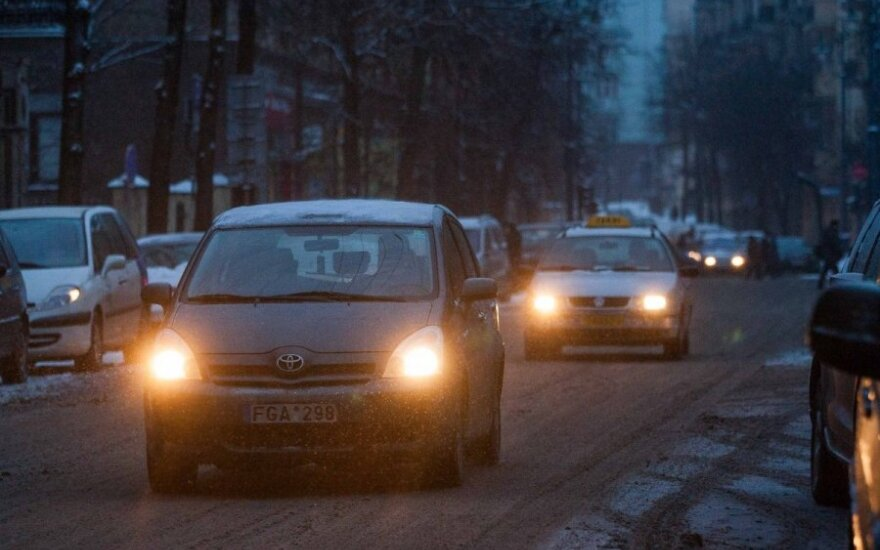 Šiaulių ir Kauno apskrityse kelius vietomis padengė šarma, perspėja kelininkai