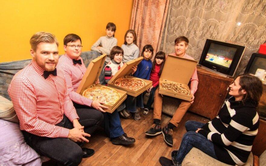 Pirmą kartą picas ragavę vaikai neslėpė emocijų