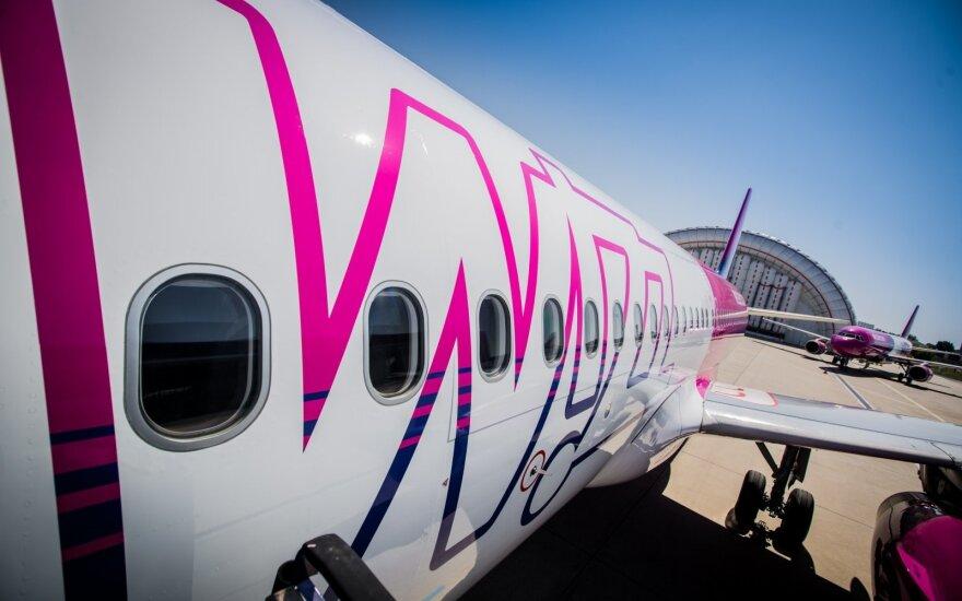 """Pigių skrydžių bendrovė skelbia """"rožinio"""" penktadienio išpardavimą"""
