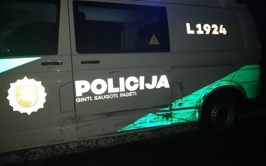 """""""Karklėje"""" dirbantys policijos pareigūnai vos spėja suktis: pavogtas brangus automobilis, rasta narkotikų"""