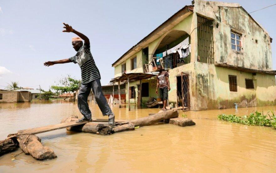 Potvynis Nigerijoje pasiglemžė apie 100 gyvynių
