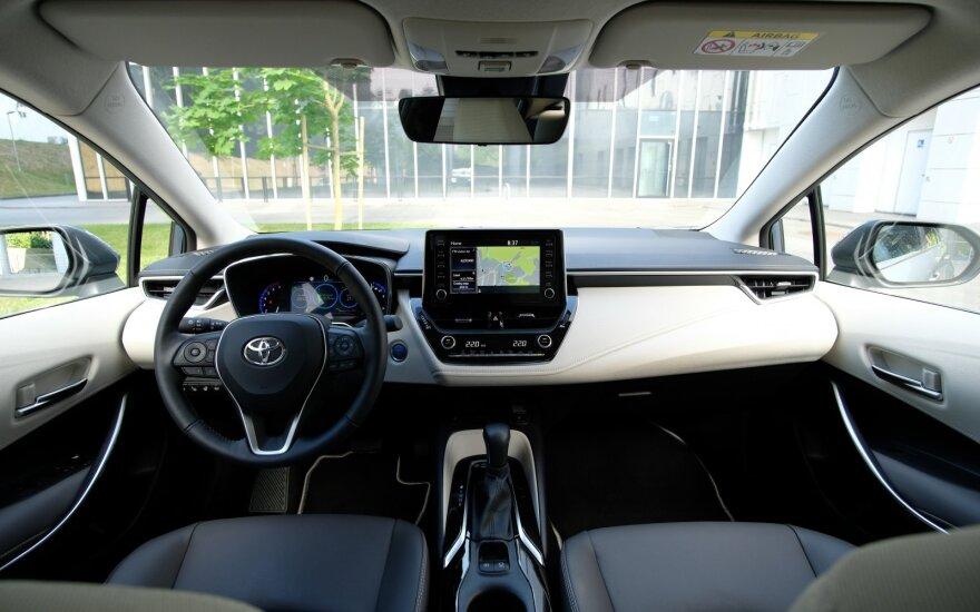 "Hibridinis ""Toyota Corolla"" sedanas"