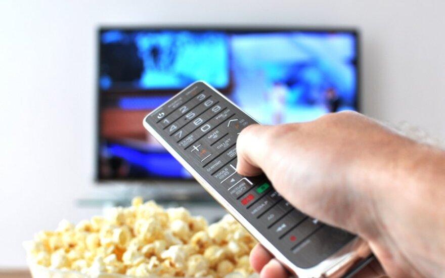 Tyrimas: dauguma Lietuvos gyventojų žiūrėdami televiziją valgo