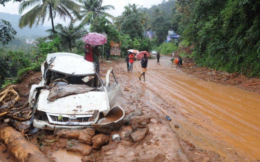 Pietų Indijoje staigūs potvyniai nusinešė 27 gyvybes
