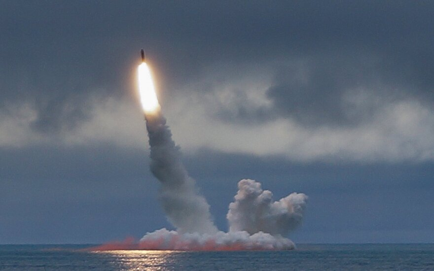 Rusų povandeninis laivas paleidžia balistinę raketą
