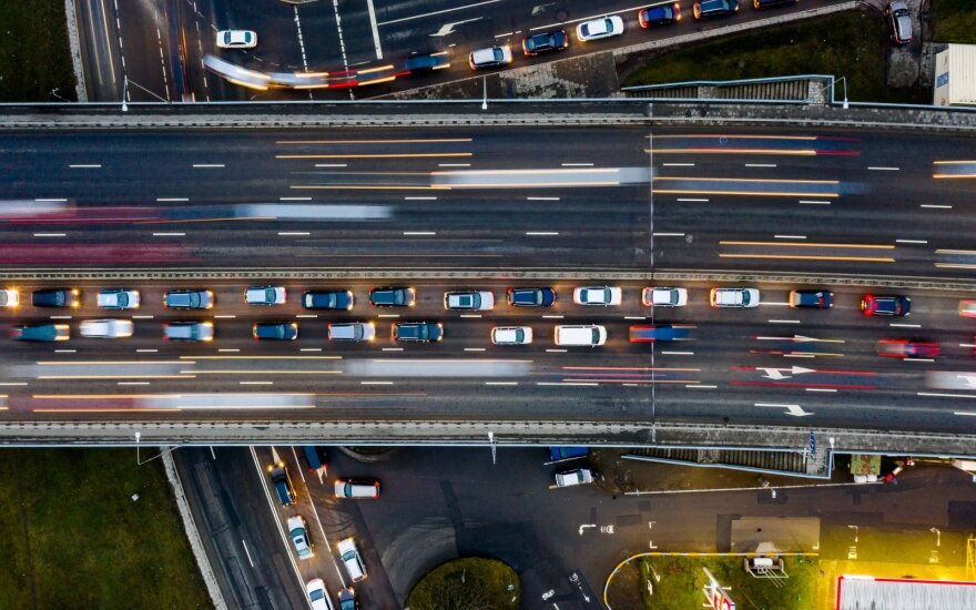 Naujų automobilių rinka pernai augo 41,3 proc.