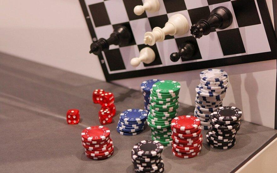 Žaidimai, azartas, žetonai, šachmatai