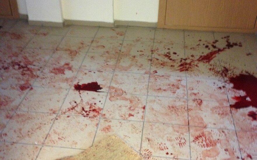 Daugiabučio gyventojai po naktį aidėjusio klyksmo pamatė kruviną laiptinę