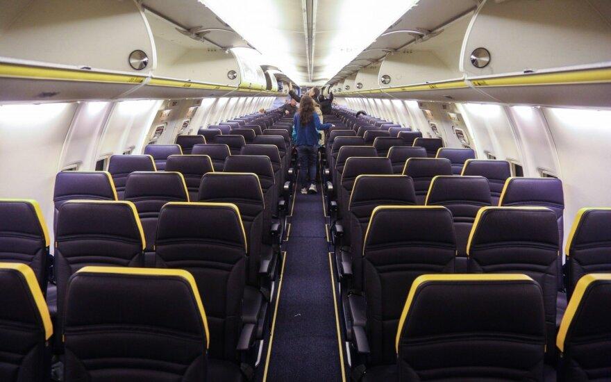 Pigių skrydžių bendrovės lėktuvais skraidantys lietuviai pasipiktinę: tai tęstis nebegali