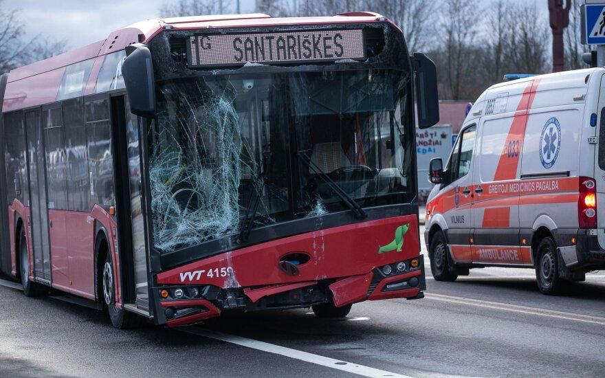 Pasakė, kada vairuotojai privalo praleisti viešąjį transportą: šią taisyklę pamiršo ne vienas