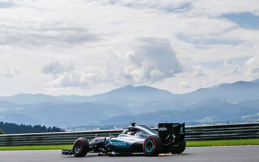 Pirmose Austrijos GP treniruotėse – N. Rosbergo greitis