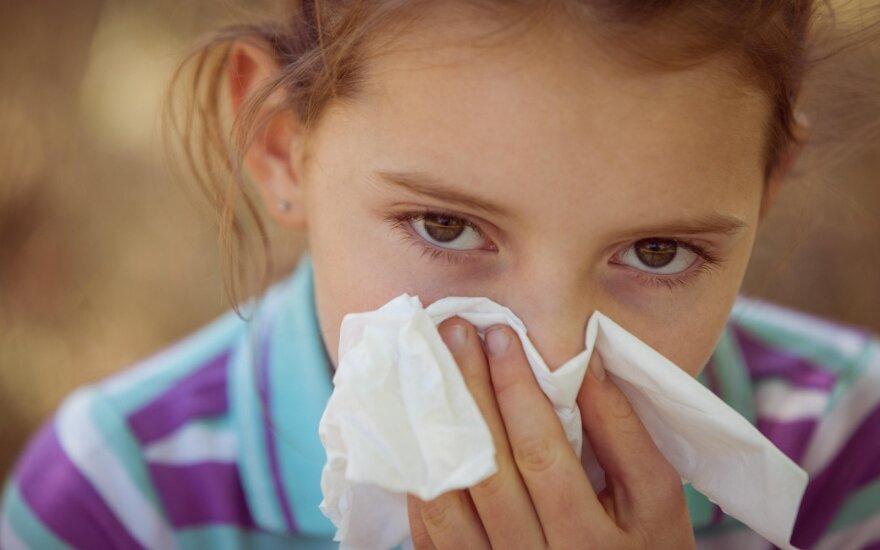 Gydytoja paaiškino, kodėl sergame peršalimo ligomis: kas kaltas – virusas ar šaltas ežero vanduo?