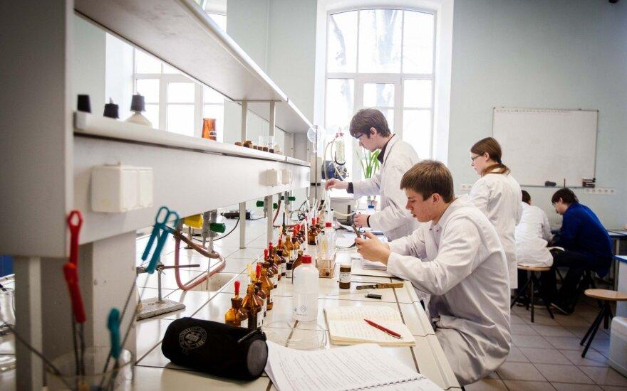 Dėstytoja pasakė nuomonę apie Chemijos fakultetą: nesutinku, kad studentų lygis kasmet prastėja