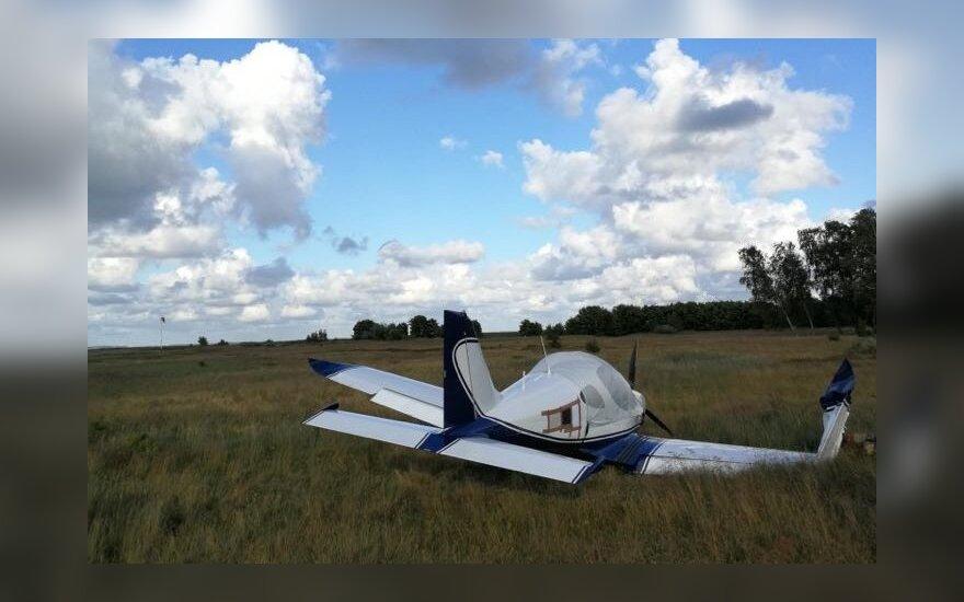Nidos aerodrome vėjas nupūtė besileidžiantį lėktuvą