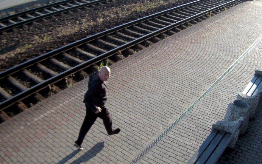 """""""Dubijos svetainėje"""" peiliu sužalotas žmogus, policija prašo atpažinti įtariamąjį"""