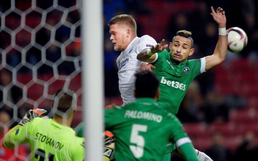 """""""Ludogorec"""" futbolininkai (žali marškinėliai) kovoja su varžovais"""