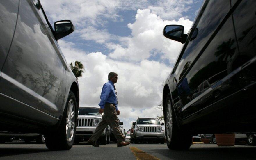 Automobilių salonuose – deficito laikai