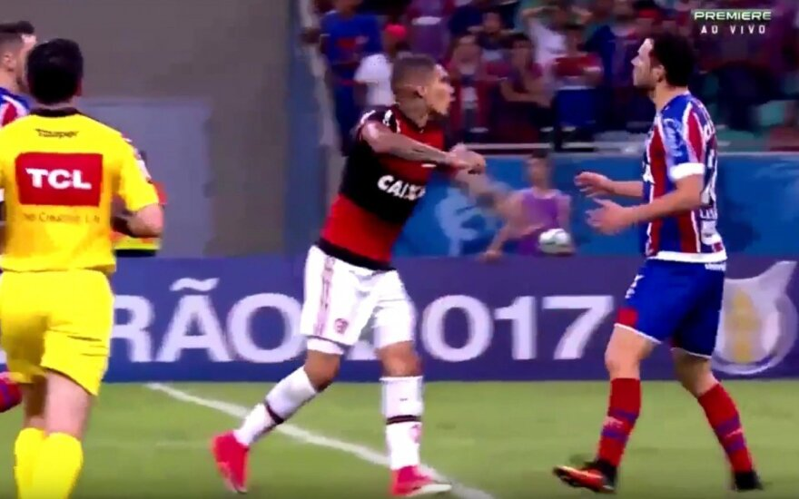 "Jose Paolo Herrero (""Flamengo"", kairėje) ir Lucas Fonseca (""Bahia"")"
