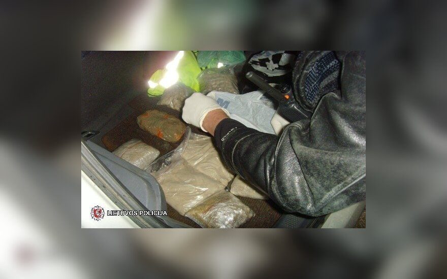 Nufilmuota sulaikymo operacija: tadžikai į Vilnių atvežė heroino beveik už milijoną eurų