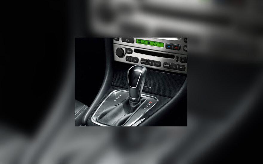 """""""Jaguar X-Type"""" salonas"""