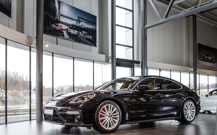 """""""Porsche Panamera"""" atkeliavo į Vilnių"""