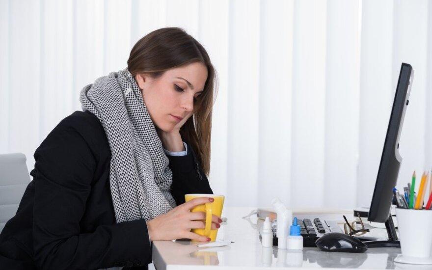 Psichologė: sirgdami į darbą eina tie, kurie nesijaučia saugūs ir svarbūs