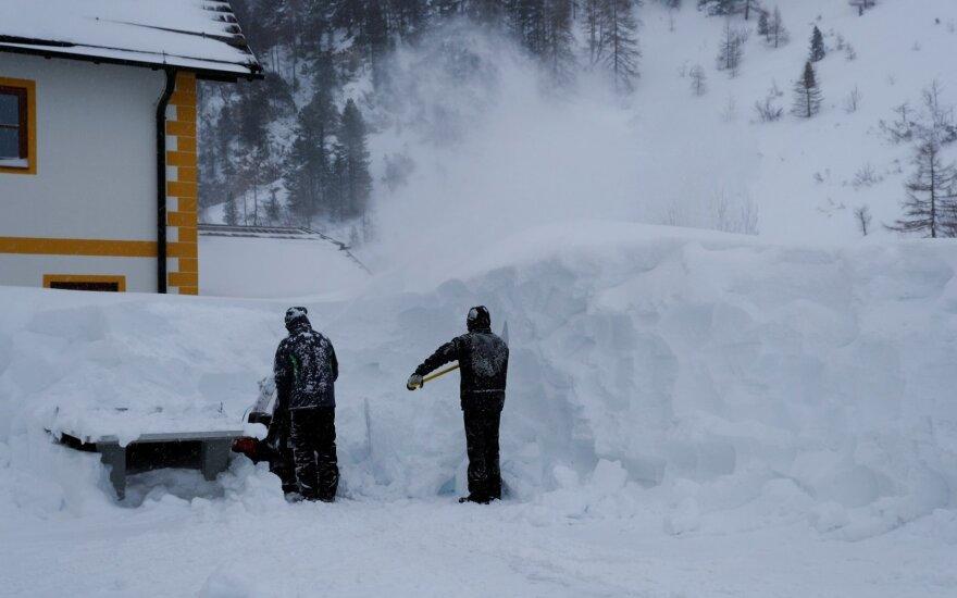 Austrijoje po lavina žuvo trys vokiečiai, ketvirtas dingo