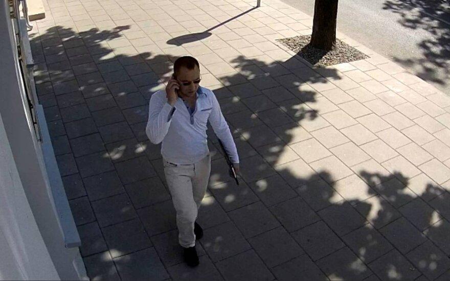 Telefoninį sukčiavimą tiriantys pareigūnai prašo atpažinti vyrą