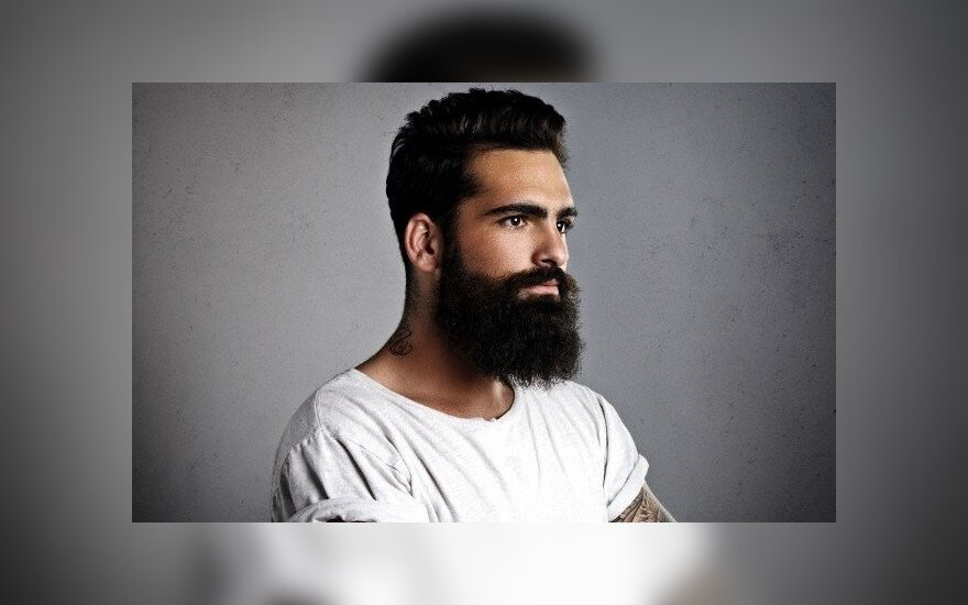 """Vyrų šukuosenose naujos tendencijos: """"unisekso"""" stiliaus kirpimas, barzda ir šlapias efektas"""