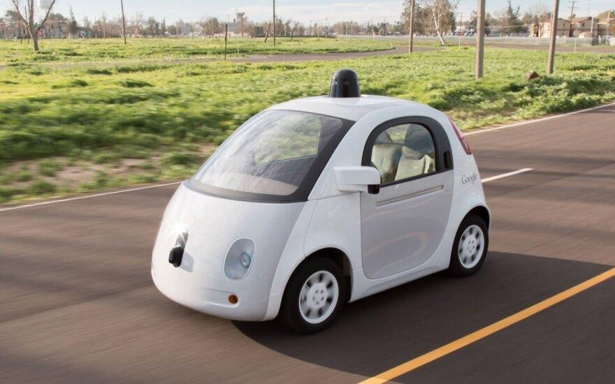 """""""Avis Budget"""" bendradarbiaus su """"Waymo"""" vystant autonominius automobilius"""
