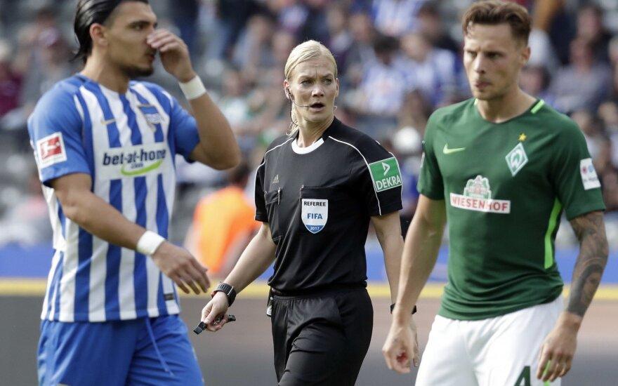 """""""Bundesliga"""" arbitrė Bibiana Steinhaus"""