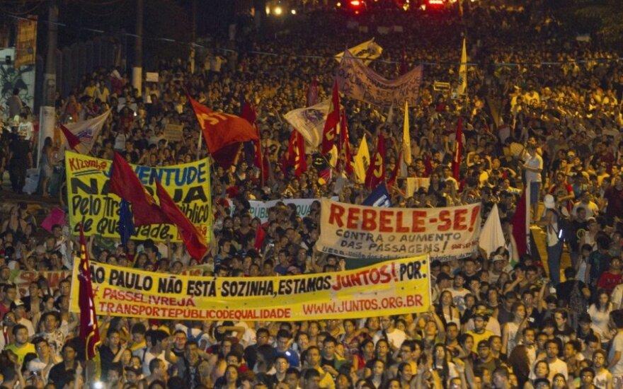 Protestai Brazilijoje: pirmoji auka - žuvo 18-etis