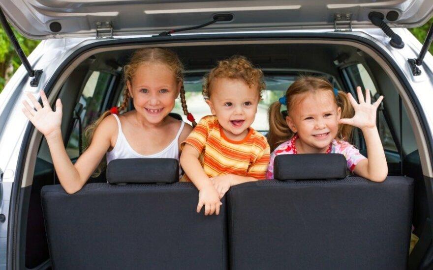 Vaikas automobilyje – 12 kartų pavojingiau už telefoną