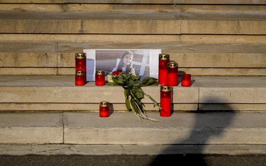 Rumunijos vidaus reikalų ministras po dviejų paauglių nužudymo atsistatydina