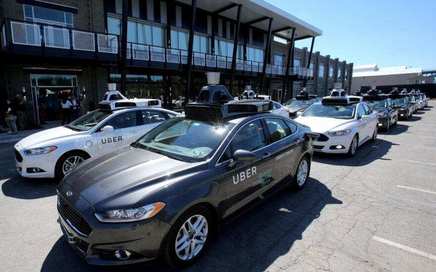 """Pirmas atvejis istorijoje: """"Uber"""" savaeigis automobilis mirtinai partrenkė moterį"""
