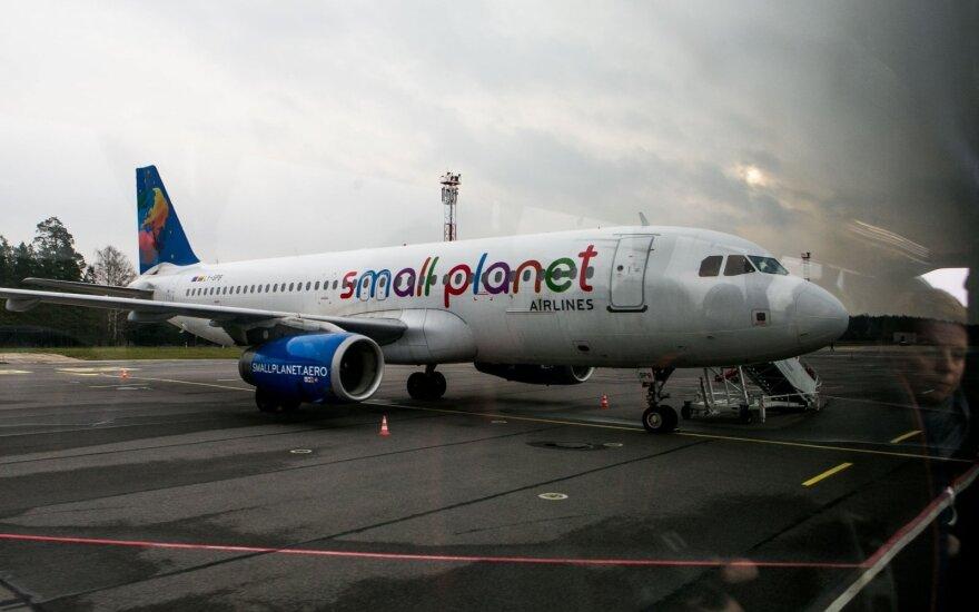 """38 valandų britų košmaras oro uoste: pyktį kreipia į """"Small Planet Airlines"""""""